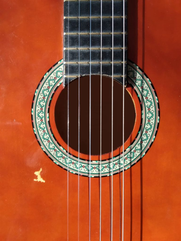 Table-guitare-abimé-golpe-flamenco